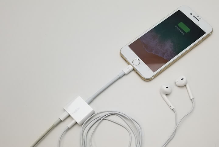 3.5mmイヤホンジャックのないiPhoneで充電しながら音楽聞きたい人は検討してみて