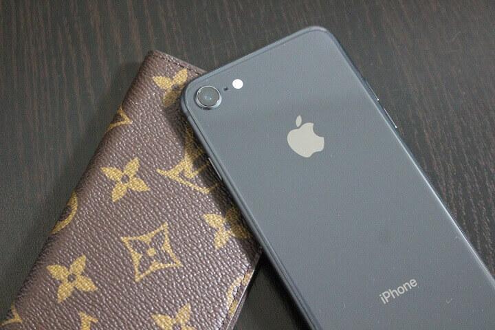 21d0200f9e iPhoneケースとして考えると高価ですが、ヴィトン製品として考えると購入しやすいアイテムかもしれません。